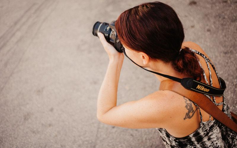 Privatschülerin beim Fotografieren